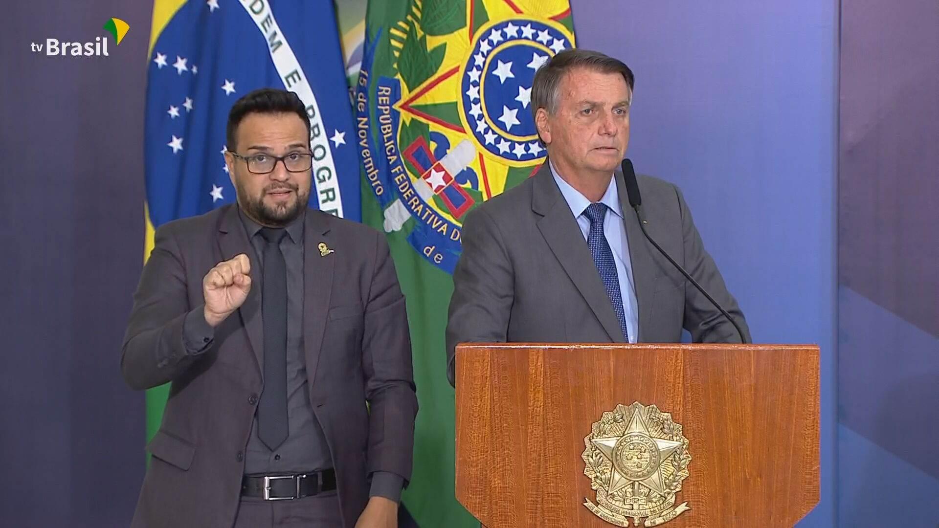 Presidente Jair Bolsonaro (sem partido) discursando em Brasília