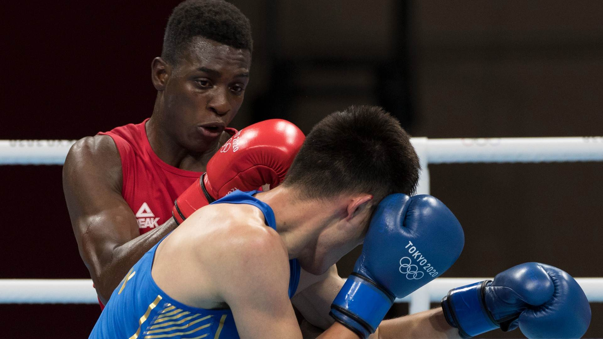 Keno Marley Machado venceu na estreia e avançou para quartas de final no boxe
