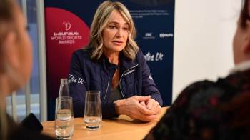 Ex-ginasta romena, que conquistou cinco medalhas de ouro em Olimpíadas, afirmou que também sentiu pressão por ser campeã ao disputar Jogos pela segunda vez