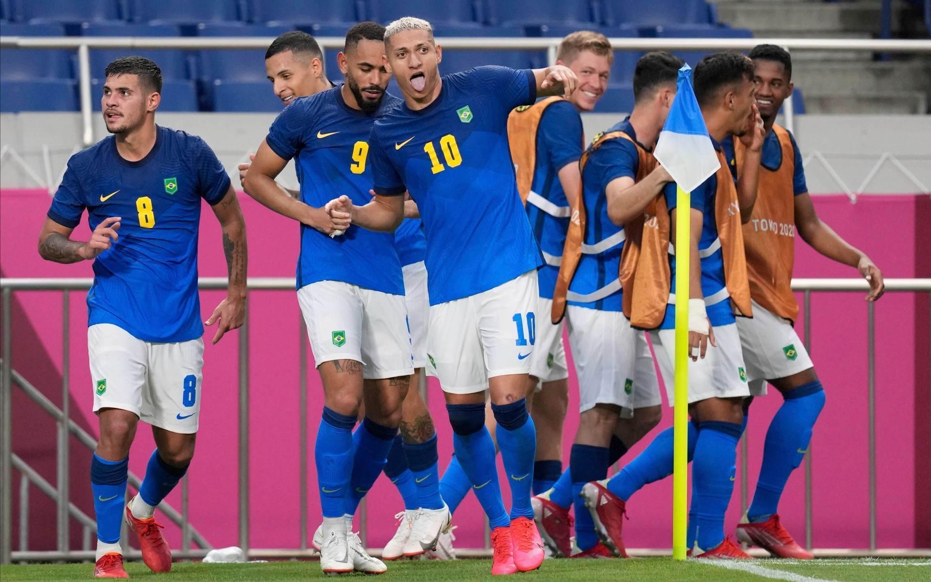 Richarlison comemora um de seus gols na vitória contra a Arábia Saudita