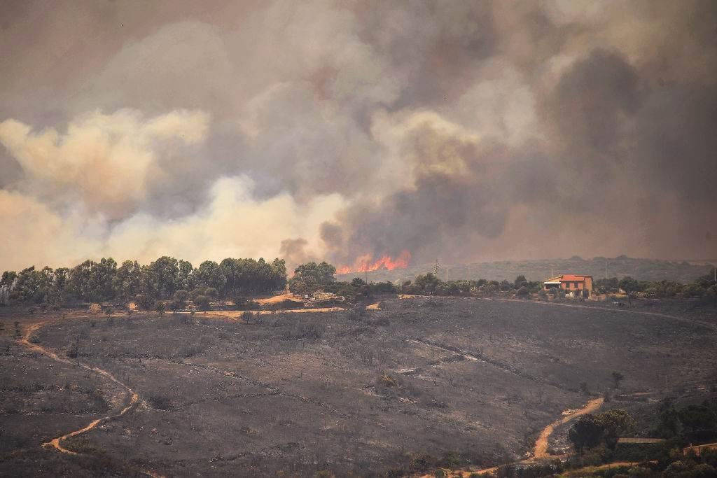 Vila em Sardínia, Itália, onde ocorrem queimadas históricas