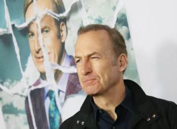 O ator estava filmando sexta temporada da série no Novo México quando passou mal