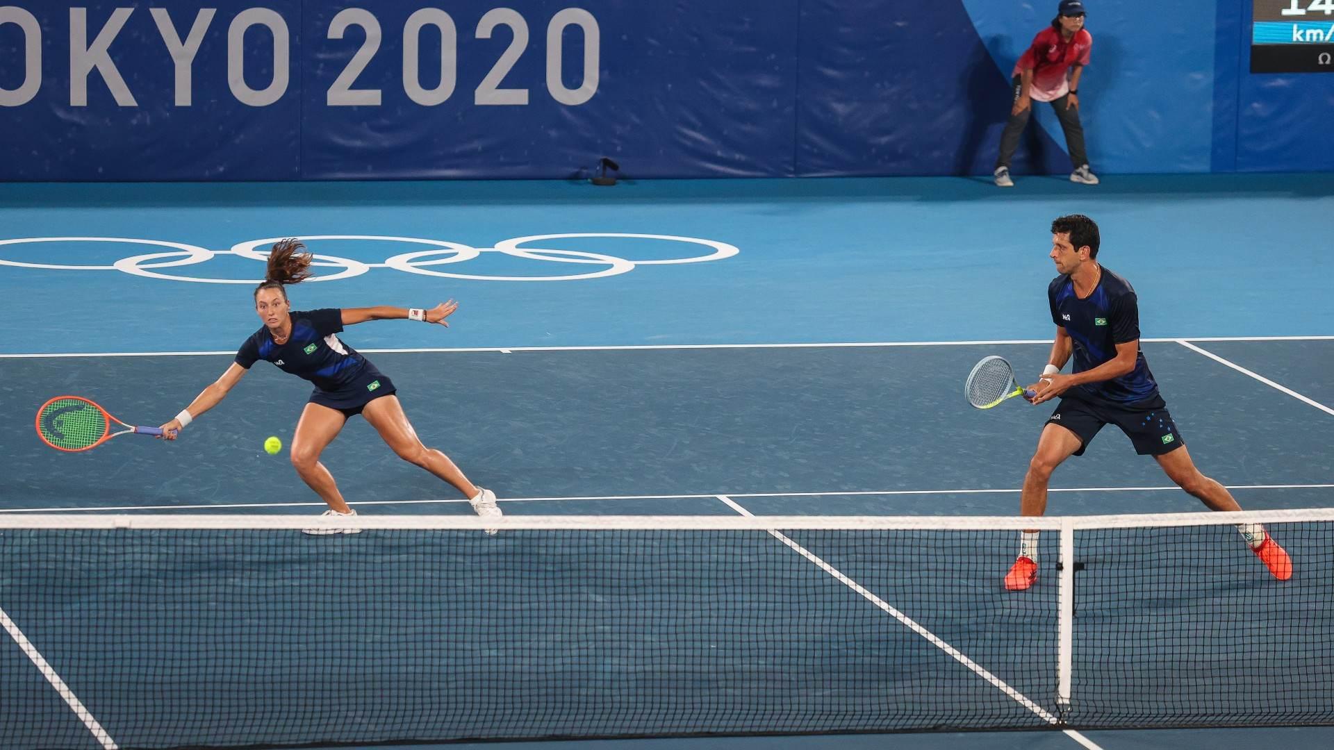 Luisa Stefani e Marcelo Melo perderam por 2 a 0 para Djokovic e Stojanovic