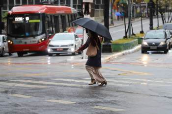 Feriado será marcado por nebulosidade e chuva frequente em boa parte do país