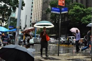 No Rio, a mudança do clima veio acompanhada de ventos fortes e a chuva predominou nesta quarta-feira