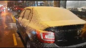 Em Gramado, as pessoas pararam os carros nas ruas para se divertirem com o fenômeno
