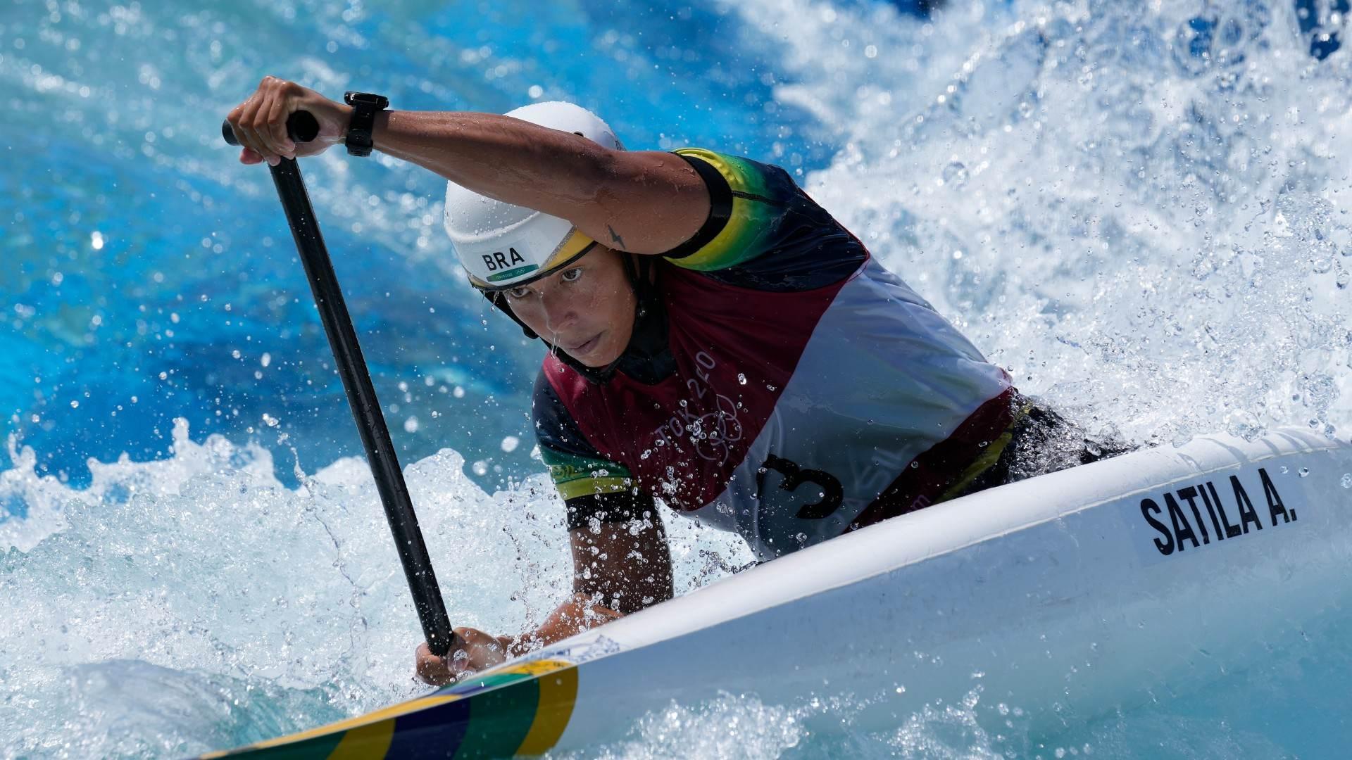 Ana Sátila em disputa da canoagem slalom nos Jogos Olímpicos