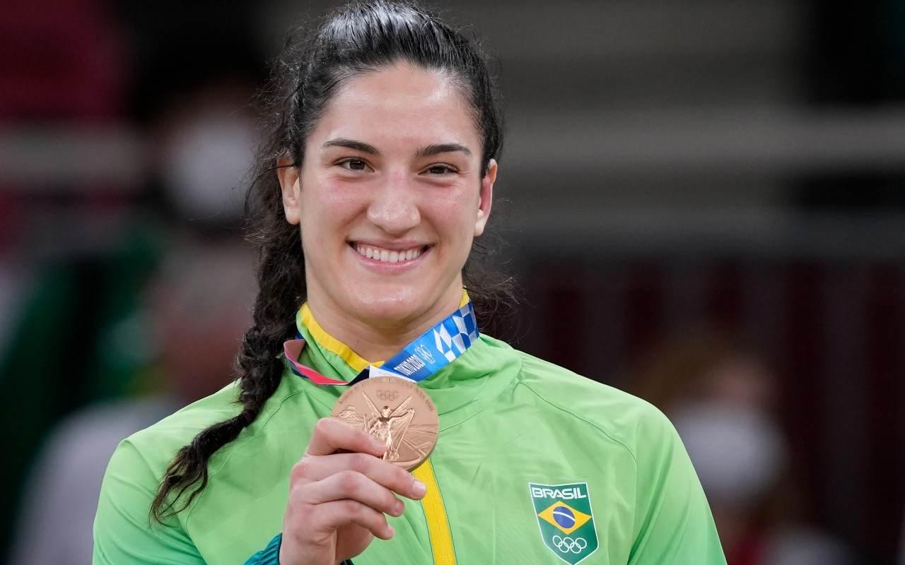Mayra Aguiar é a 1ª brasileira com 3 medalhas em esportes individuais
