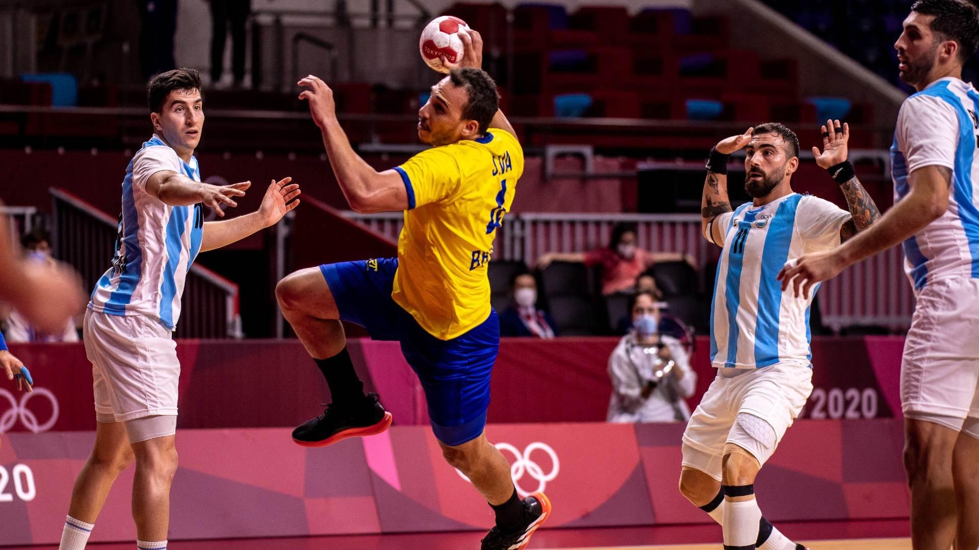 No handebol masculino, Brasil venceu a primeira nas Olimpíadas