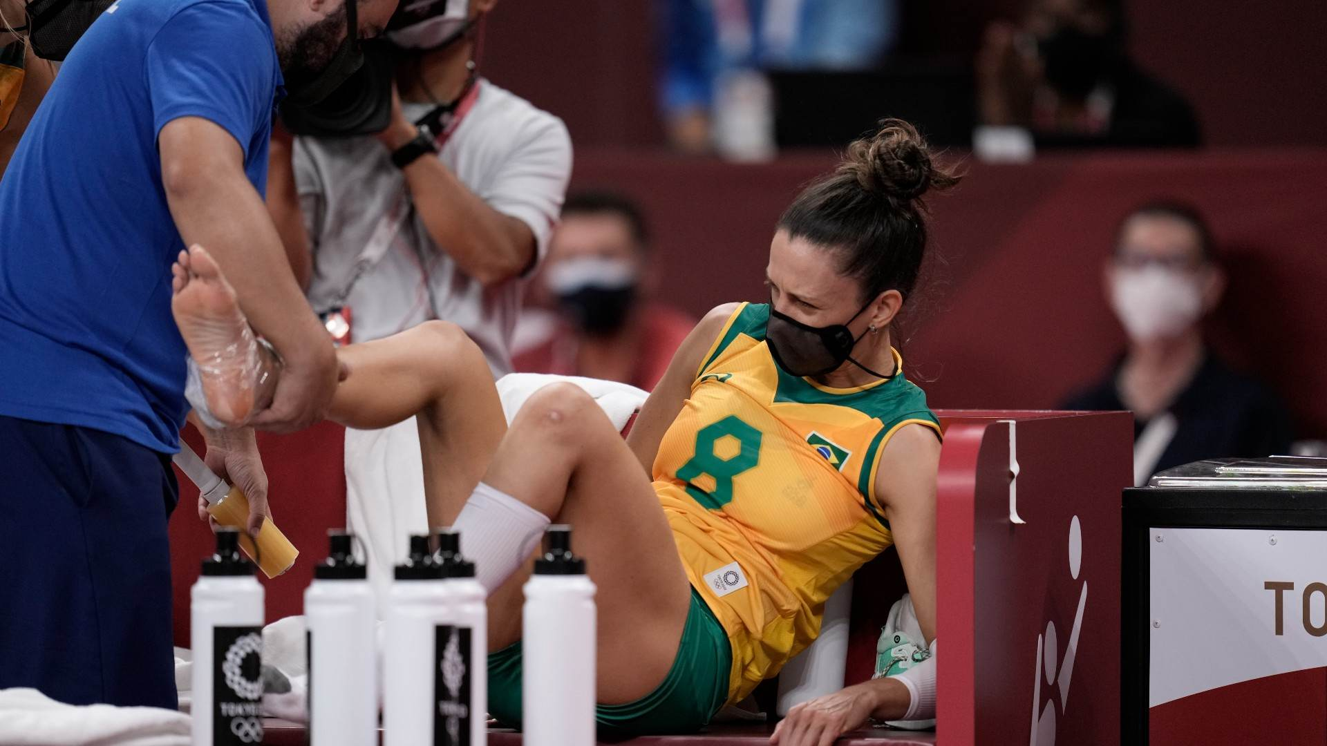 Macris, da seleção brasileira de vôlei, se lesionou no jogo contra o Japão nas O