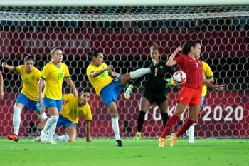 Após 120 minutos de jogo duríssimo e equilibrado, brilha estrela de Labbe, que defende as duas últimas cobranças e adia sonho brasileiro do ouro na modalidade