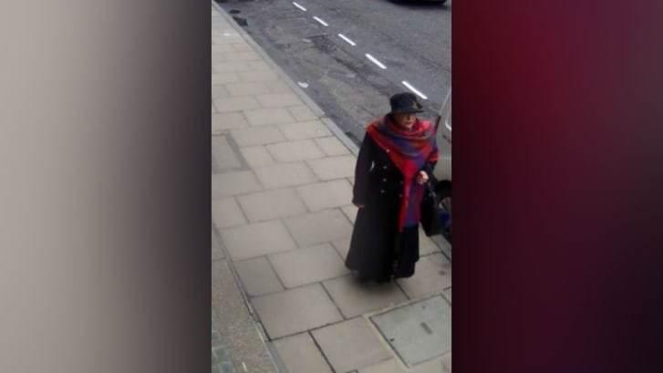 Mulher rouba diamantes em Londres