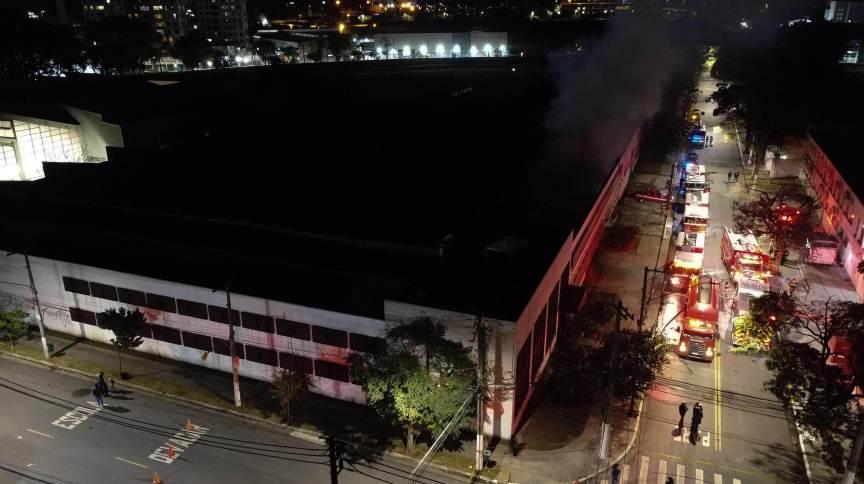 Fogo na Cinemateca: sem vistoria dos Bombeiros e sob administração federal, acervo está sob risco