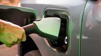 Empreendimento pretende iniciar as operações no primeiro semestre de 2025 com capacidade inicial de produção de baterias de 23 GWh