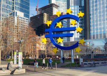 """Recuperação da economia do bloco monetário após as restrições à atividade adotadas em março e abril foi """"surpreendentemente forte"""", diz documento"""