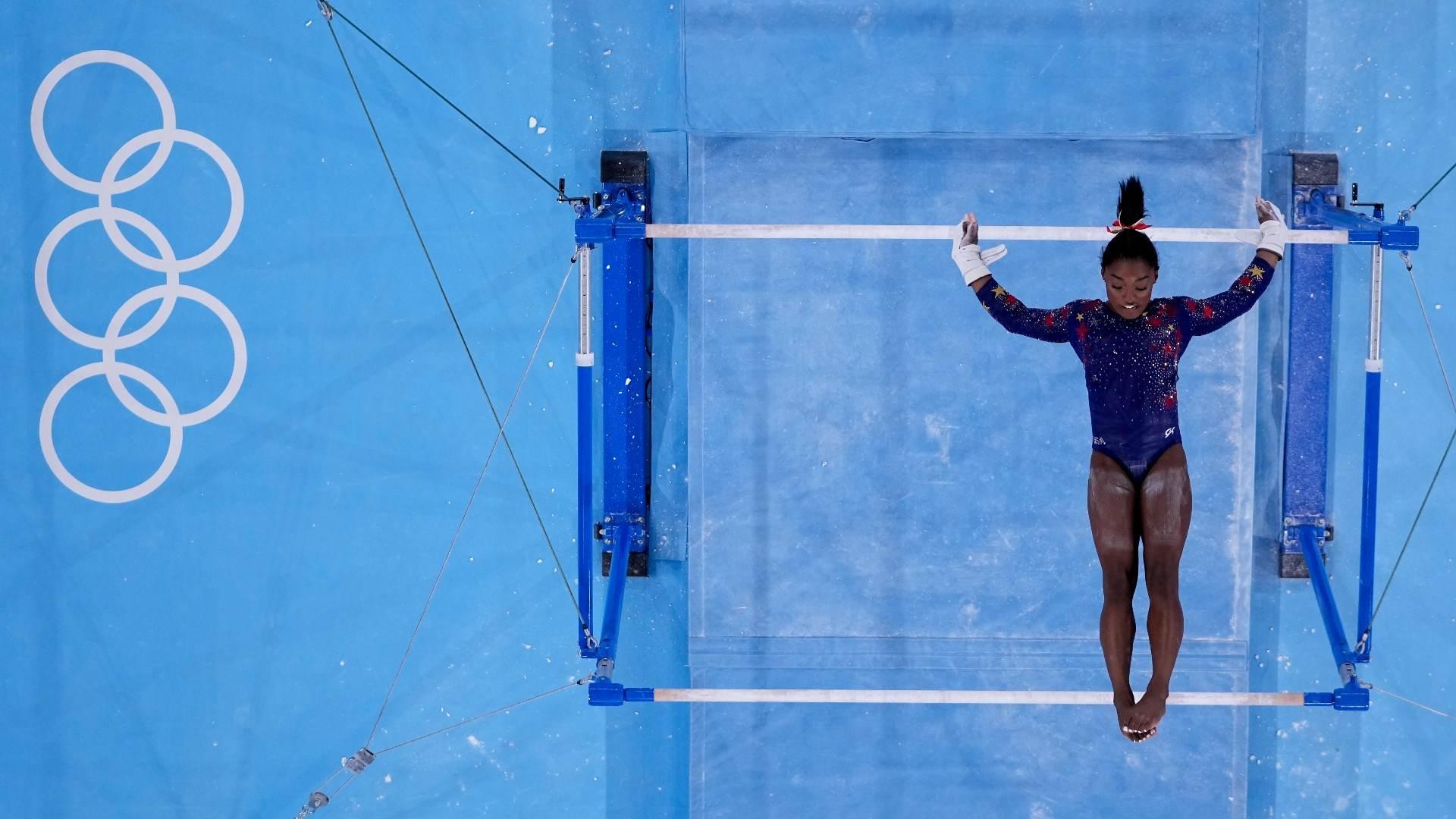 Simone Biles na classificação nas barras assimétricas nos Jogos