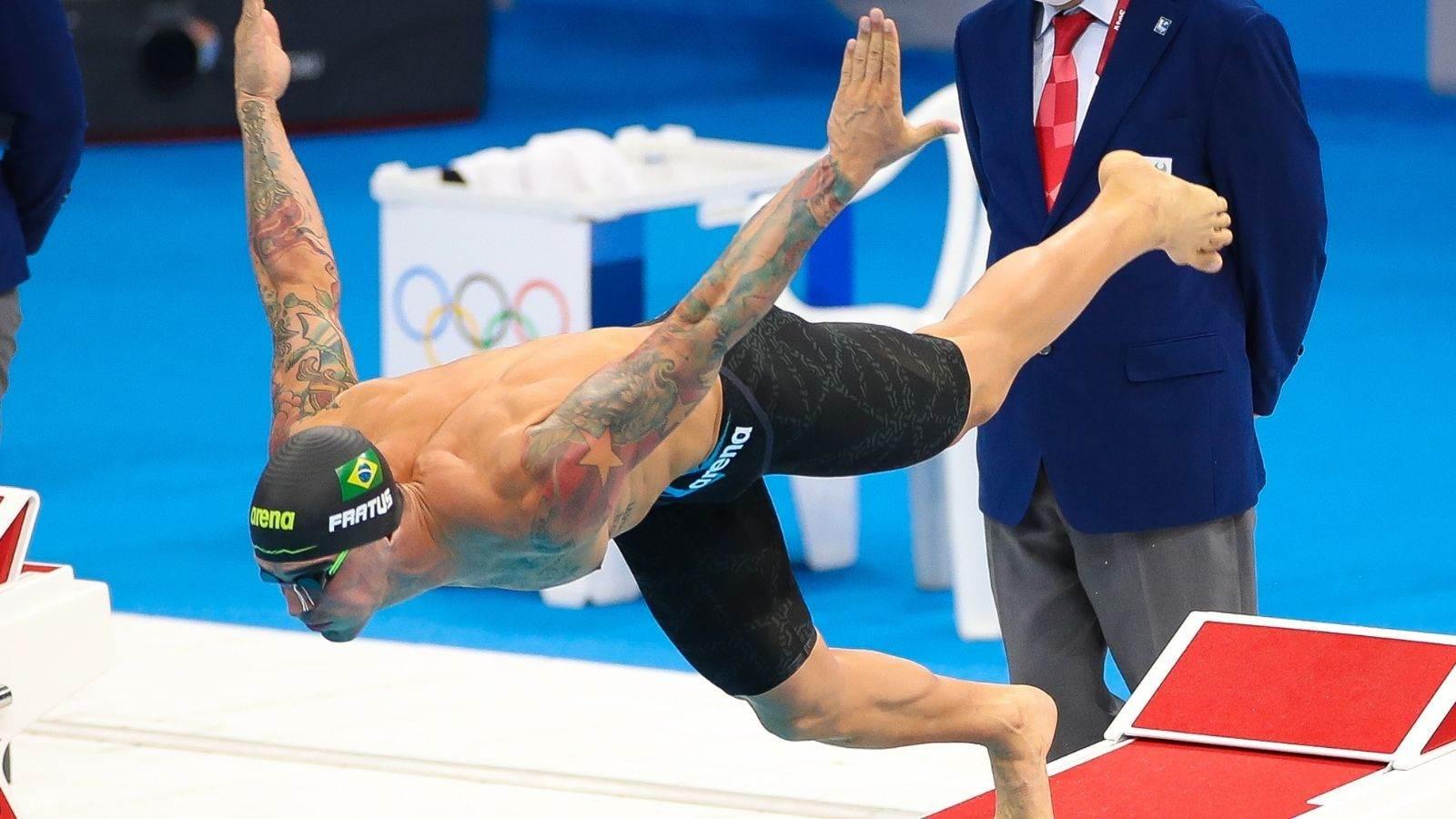 Bruno Fratus salta na piscina nas semifinais das Olimpíadas de Tóquio