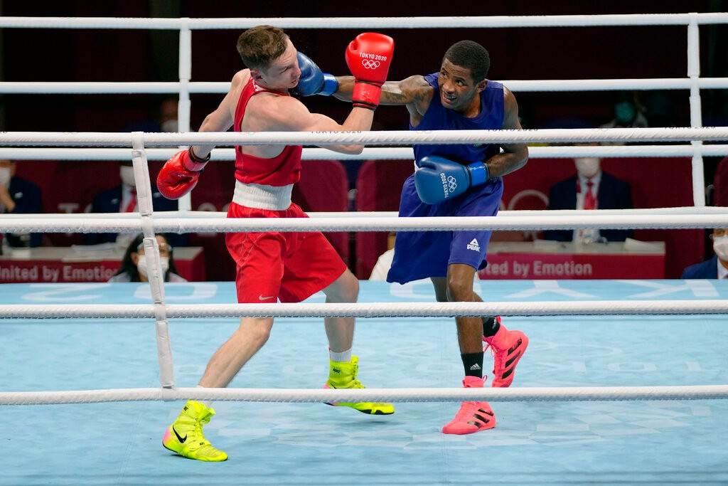 Wanderson de Oliveira acerta soco em boxeador russo