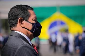 O general da reserva ressaltou que é abordado por pessoas em viagens que dizem que votaram na chapa Bolsonaro-Mourão por confiar nele