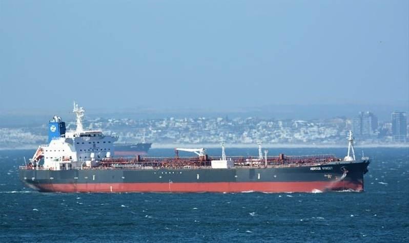 O navio Mercer Street, que navegava sob bandeira da Libéria, foi atacado por um drone armado nesta quinta-feira (29)