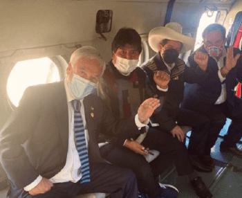 Vídeo gravado no interior da aeronave mostra conversa entre presidente chileno e seu homólogo peruano; chanceler Andrés Allamand também esteve no voo
