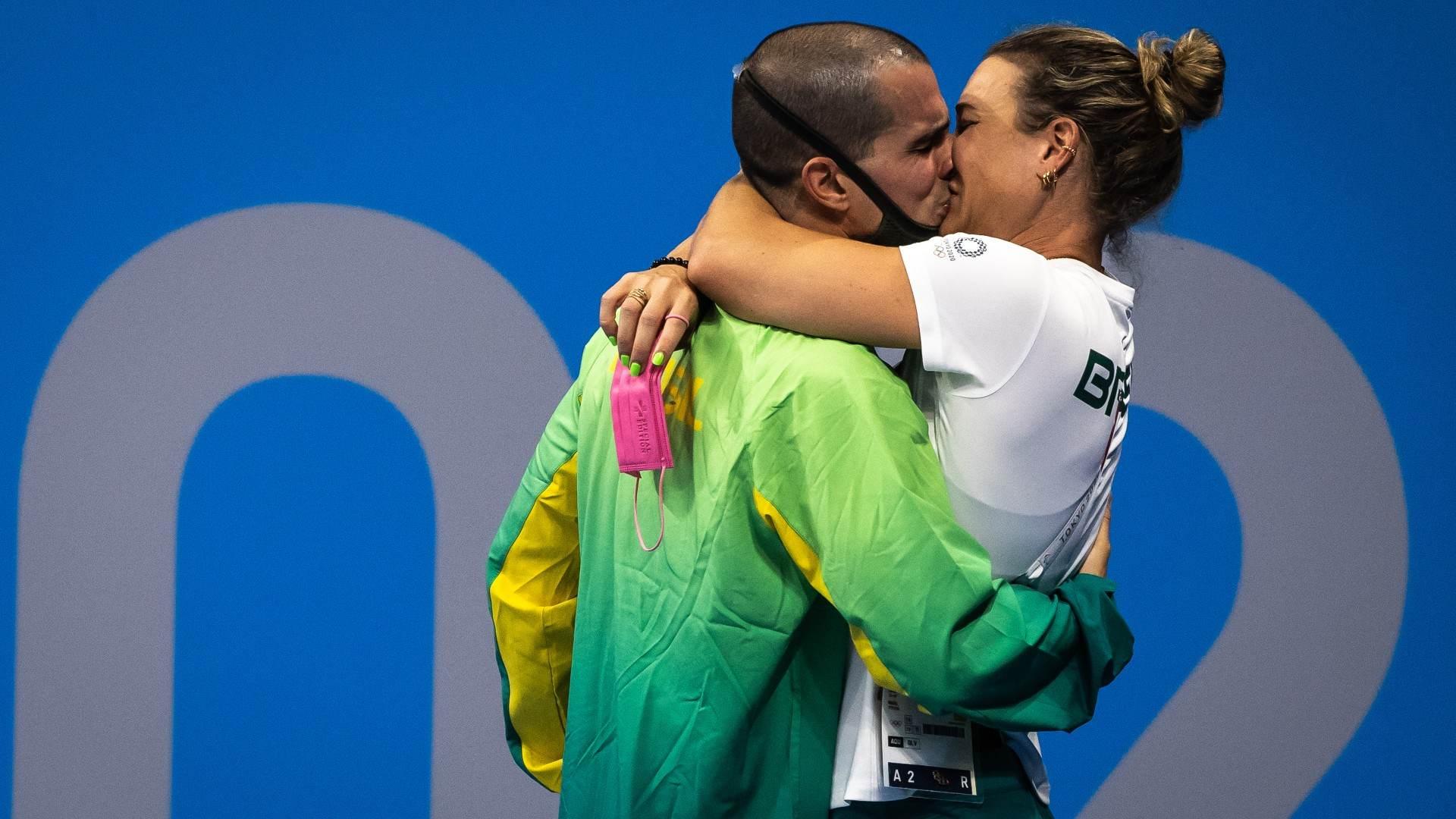 Bruno Fratus comemorou sua conquista com sua esposa e treinadora, Michelle Lenha