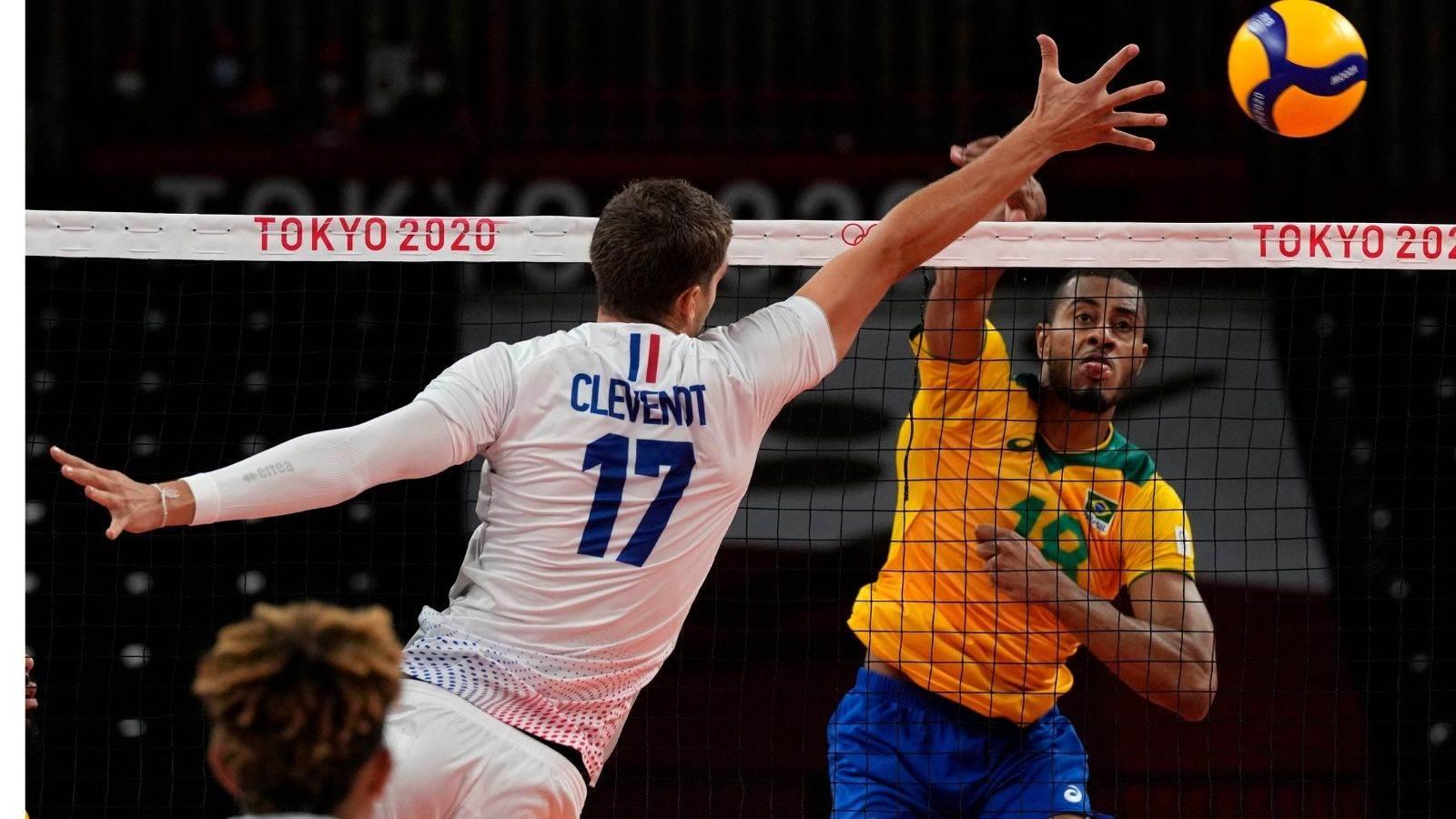 Lucarelli ataca durante o confronto entre Brasil e França