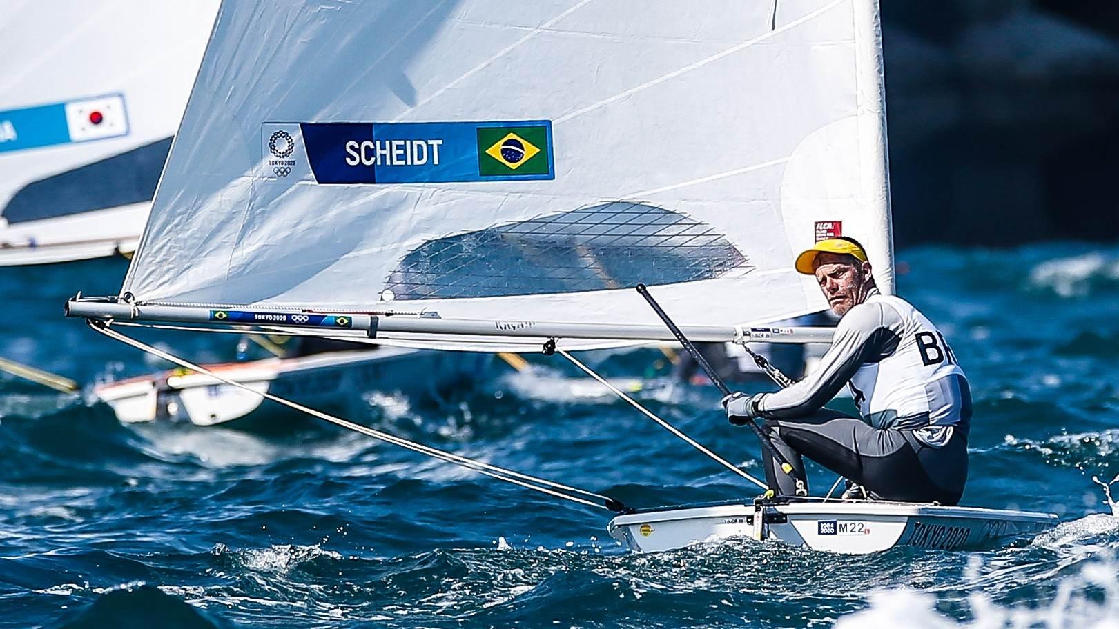 Robert Scheidt veleja durante regata das Olimpíadas de Tóquio