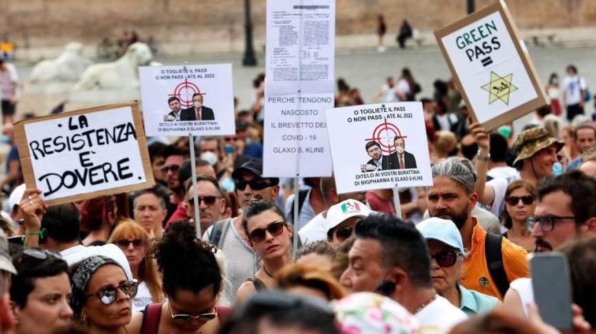 Covid-19: Manifestação contra passaporte da vacina na Itália; neste domingo (1º), região italiana de Lácio teve os sistemas de vacinação atacados por hackers