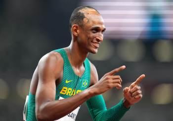 Brasileiros são candidatos a medalha na final dos 400m com barreiras, do salto com vara e na vela. Isaquias busca hoje quarta medalha olímpica na canoagem
