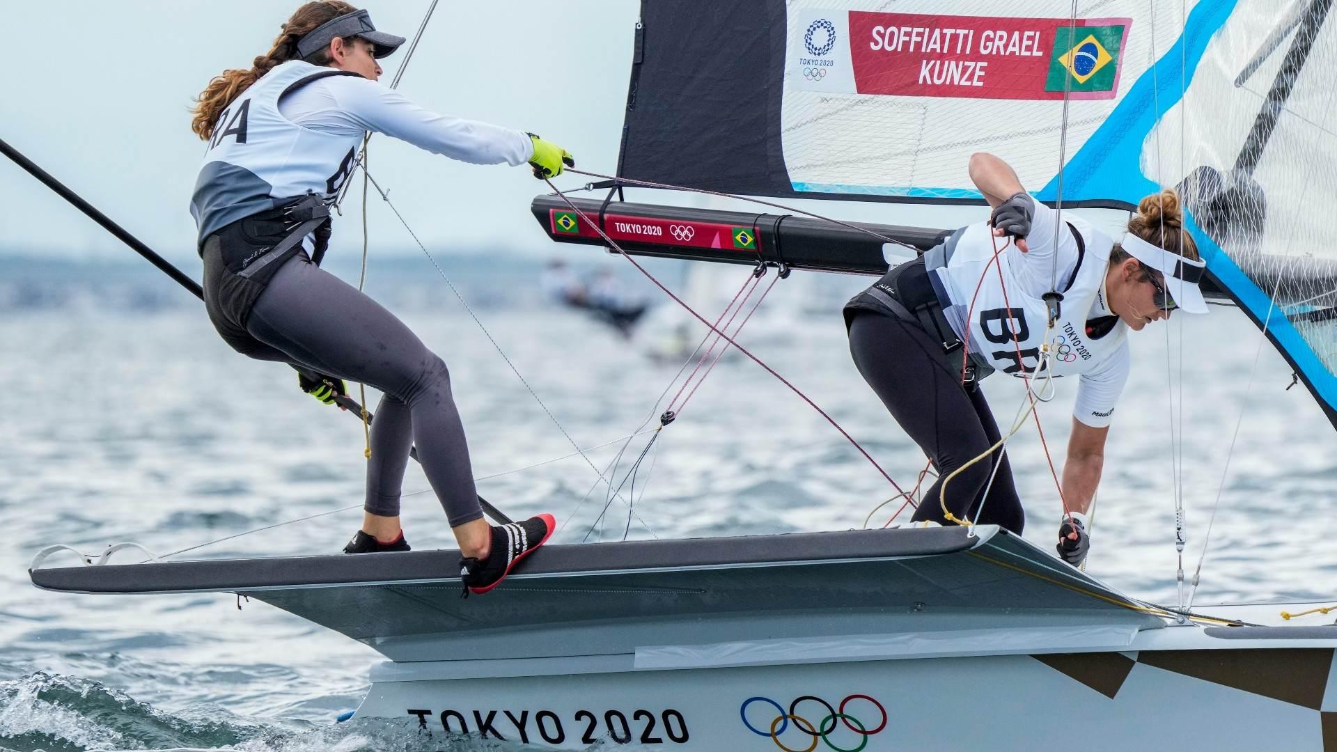 Martine Grael e Kahena Kunze disputam medal race em busca do bi olímpico