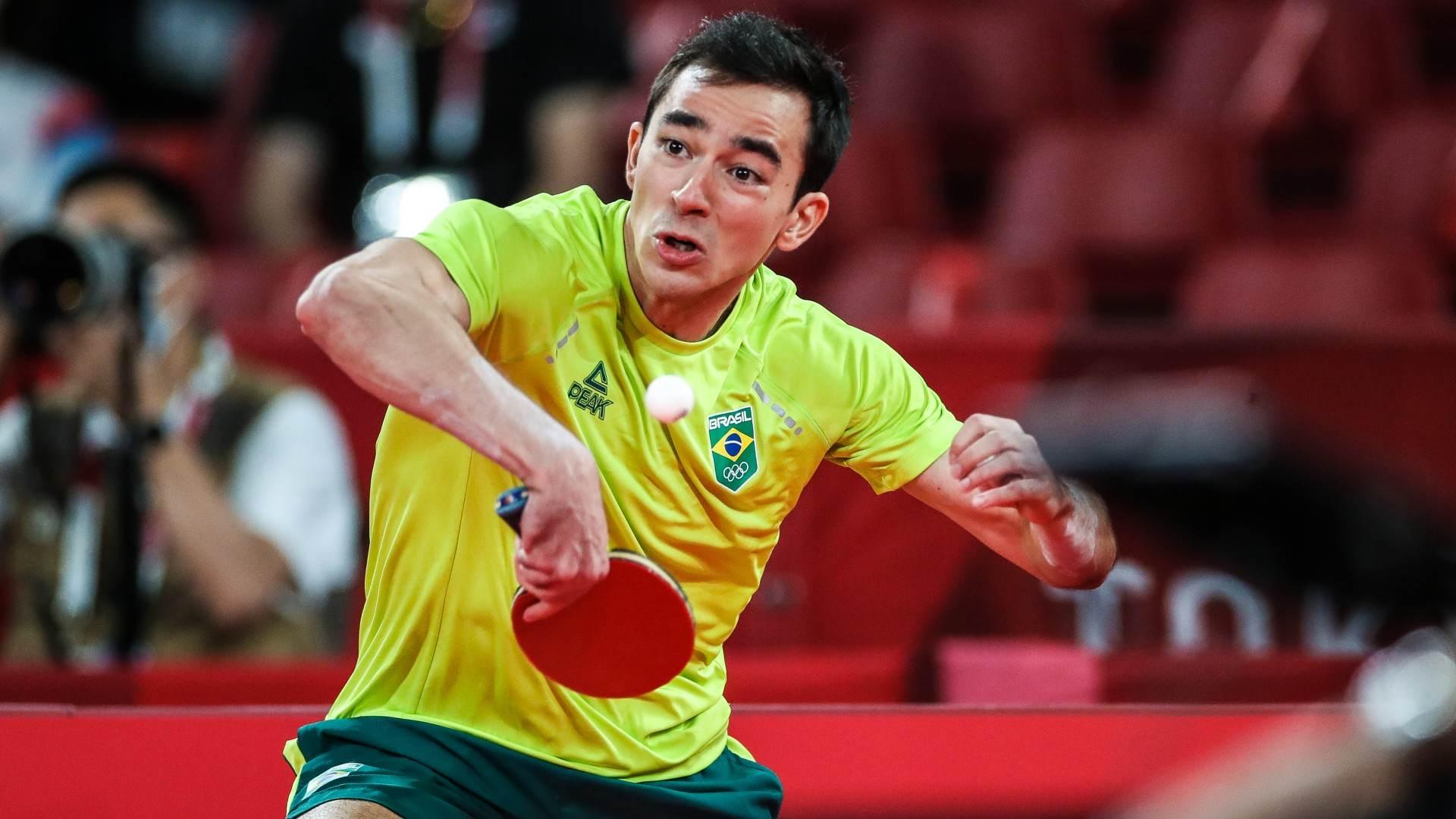 Hugo Calderano na disputa por equipes do tênis de mesa, contra a Coreia do Sul