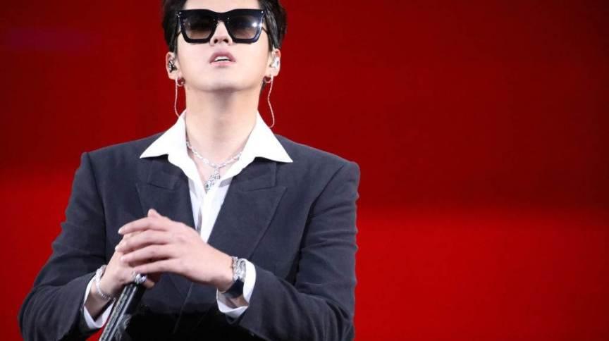 Kris Wu se apresenta no palco durante 2020 Tencent Video Star Awards em 20 de dezembro de 2020 em Nanjing, na China