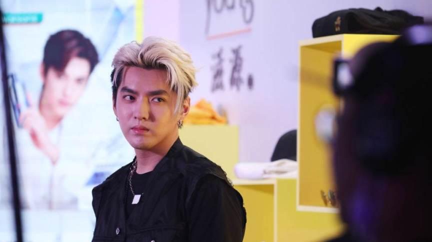 O cantor Kris Wu durante evento promocional em 28 de maio, em Xangai, na China