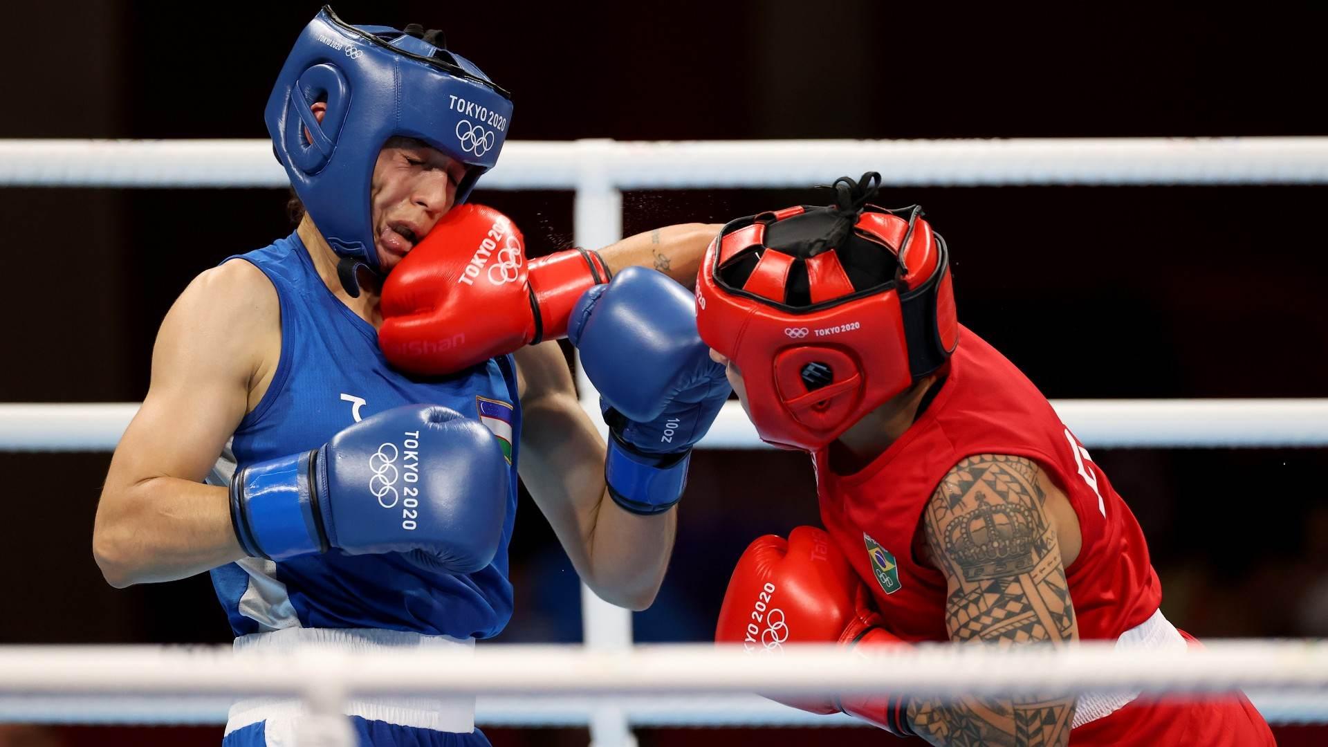 Bia Ferreira golpeia pugilista do Uzbequistão em luta vencida de forma unanime