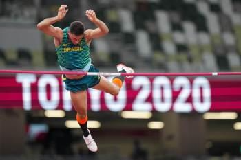 Brasileiro parou em 5,87m; recordista mundial, Duplantis ganha com folga, mas falha na tentativa de bater a própria marca