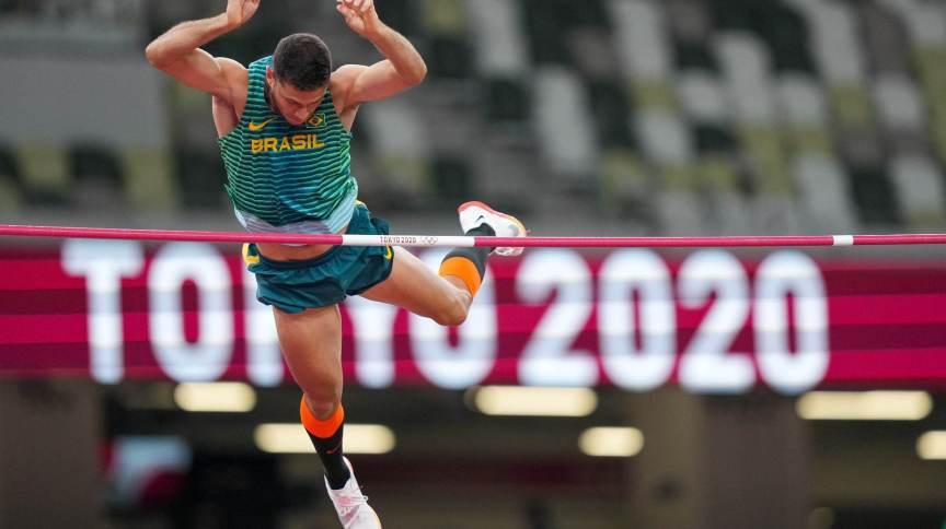 Thiago Braz na final do salto com vara nas Olimpíadas 2020