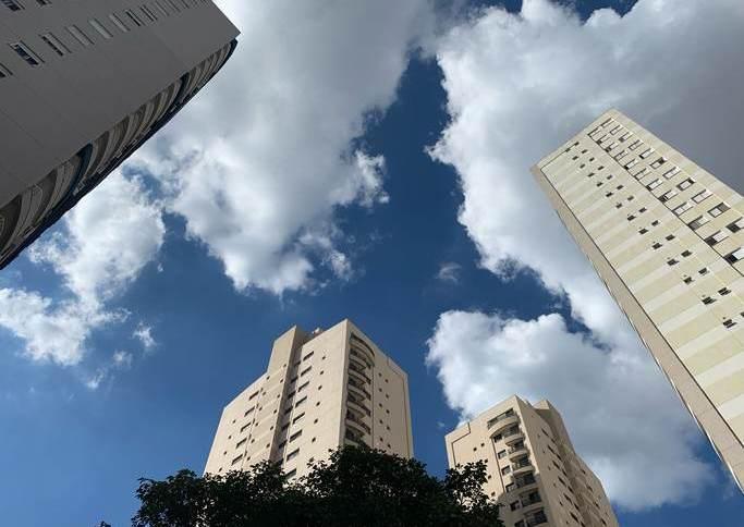 Prédios na Vila Guedes, em São Paulo