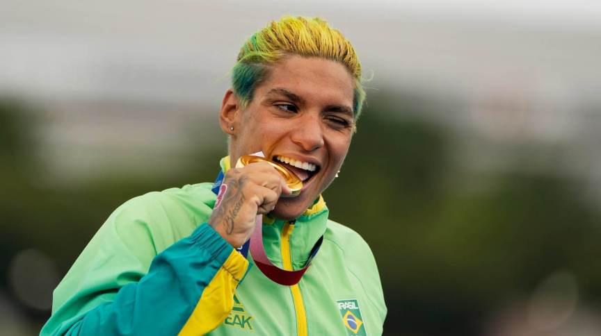 Ana Marcela Cunha conquistou o primeiro ouro da história da maratona aquática para o Brasil