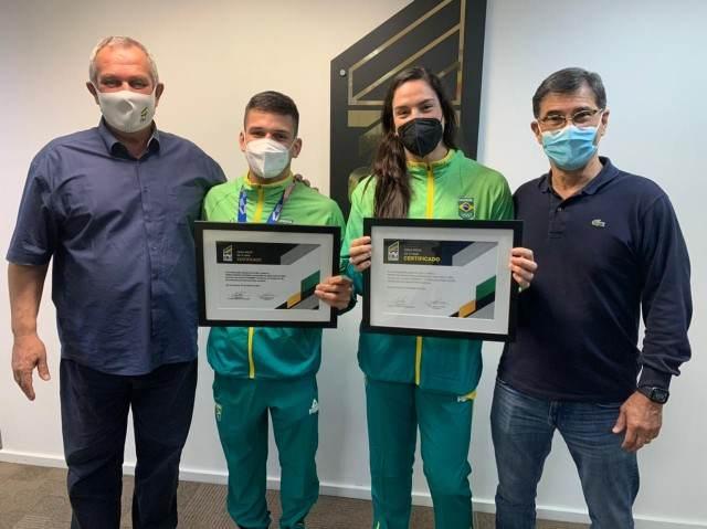 Daniel Cargnin e Mayra Aguiar foram homenageados pela Confederação Brasileira de Judô