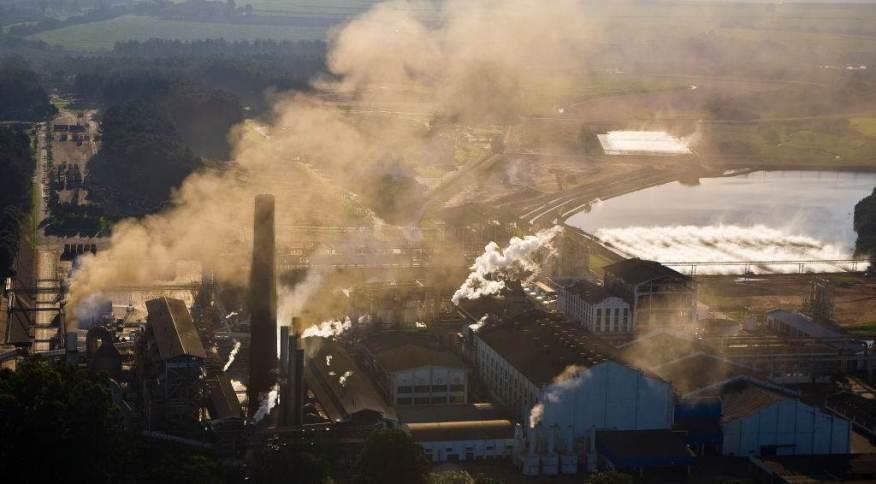 Poluição de zona industrial na cidade de Ribeirão Preto (SP)