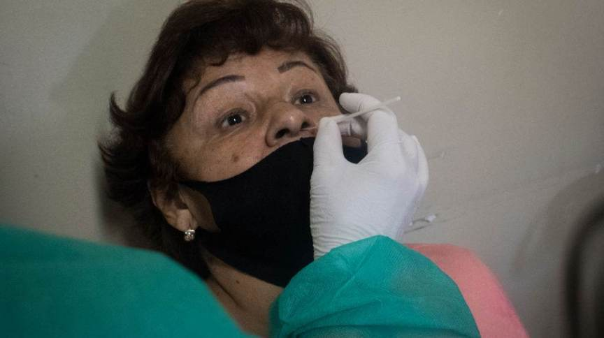 Teste para Covid-19 sendo feito no Rio de Janeiro
