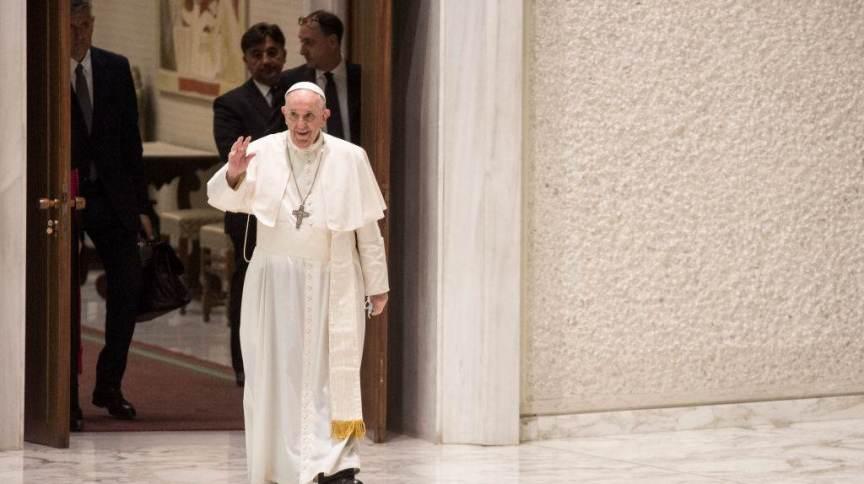 Papa Francisco aparece recuperado e fala sobre crise no Líbano