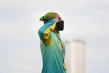 Alison dos Santos também realizou o gesto nas Olimpíadas 2020; atletas fazem parte de programa de apoio gerido por militares