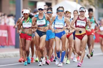 Erica Sena brigava pela prata na marcha atlética, mas infração tirou o pódio da brasileira. Mais cedo, oposto da seleção feminina de vôlei caiu no doping