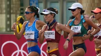 Brasileira era a terceira colocada até os últimos metros da prova, quando recebeu a terceira advertência e precisou parar por dois minutos