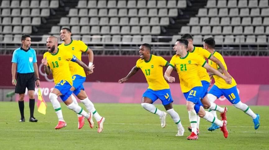 Jogadores do Brasil comemoram classificação para final em Tóquio; ouro será disputado com Espanha