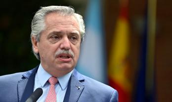 """Na ONU, Alberto Fernández disse que a reconstrução econômica e social deve andar """"de mãos dadas"""" com o cuidado do planeta"""