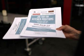 Quase 250 mil afro-americanos deixaram a força de trabalho em julho, e o número total de empregados teve queda de 12 mil