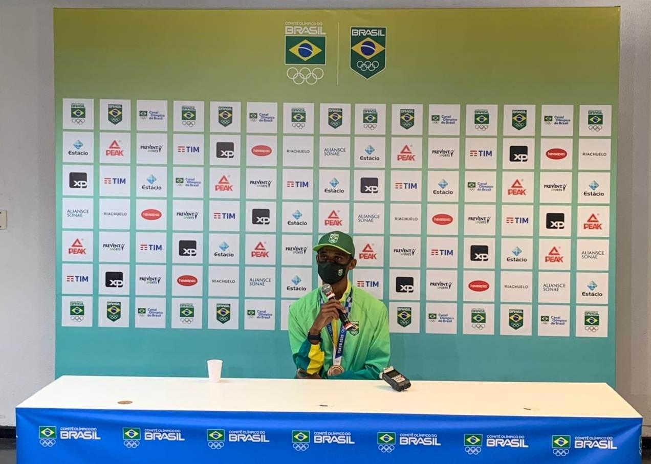 Alison dos Santos, o Piu, levou a medalha de bronze no atletismo